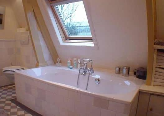 Chris de graaf interieurtimmerwerk romantische badkamer - Welke kleur in het toilet ...