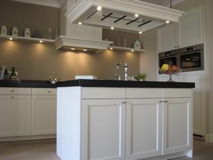 Eigentijdse keuken met kookeiland chris de graaf interieurtimmerwerk - Mooie eigentijdse badkamer ...